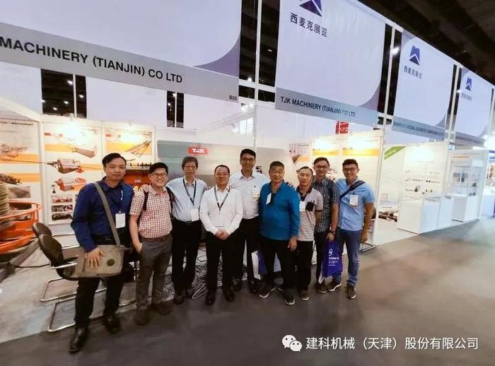 东南亚国际管材线材展览会(Tube & Wire Southeast ASIA)TJK建科机械销售与客户合影.jpg