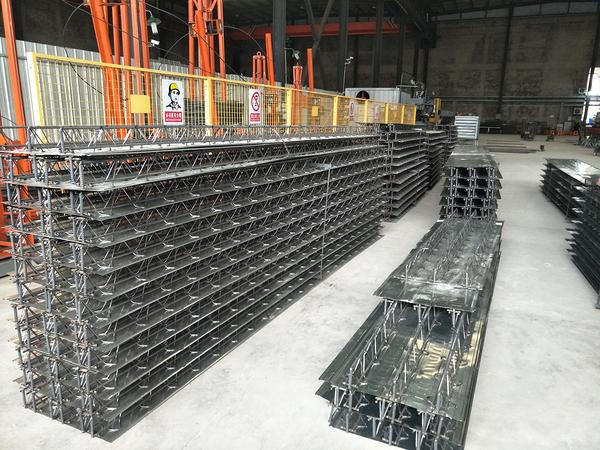 钢筋桁架楼承板生产现场.jpg