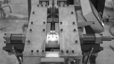 图3:钢筋墩粗专用设备.png